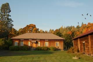 Voipaalan kesäinen Pakari-rakennus